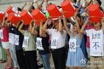 河南久旱地区鲁山县部分民众抗议冰桶挑战(图)