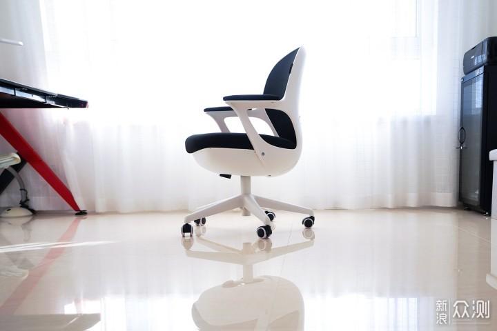 小而不凡、萌趣造型,这款黑白调蛋壳椅好有趣_新浪众测