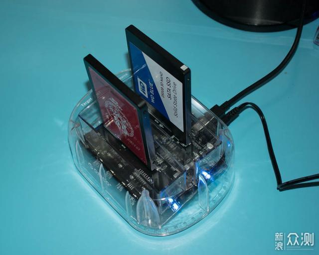 不用电脑脱机复制,这个硬盘底座最方便?_新浪众测
