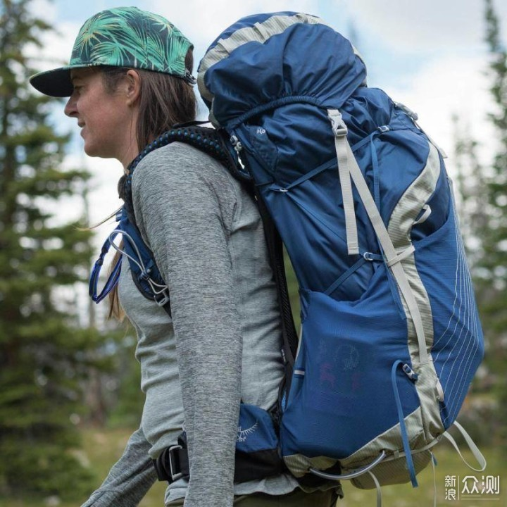 给背部轻量感觉的背包有哪些?_新浪众测