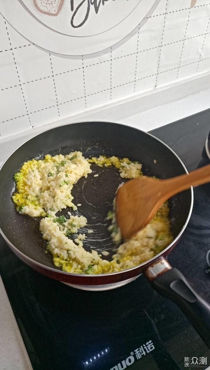 安仔下厨房之简单的蛋炒饭也能玩出花样_新浪众测