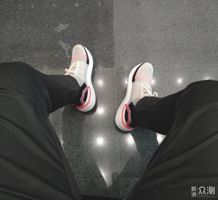 跑鞋界的软妹子——UltraBOOST 19_新浪众测