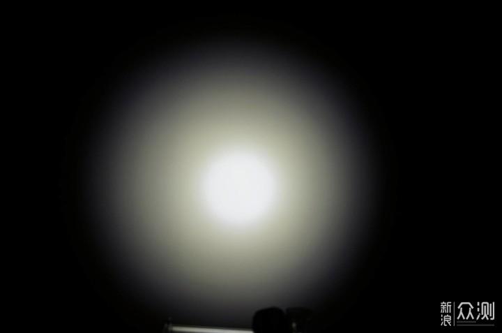 嘘.看清楚 隐蔽出击—奈特科尔P18战术手电_新浪众测