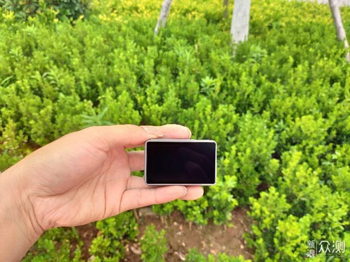 前后双彩屏,一款能自拍的运动相机_新浪众测