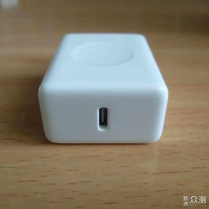 迟到一年的坚果 QC 4+充电器开箱_新浪众测