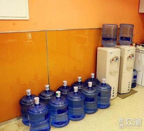 喝水影响健康?饮水机和净饮机差距这么大!_新浪众测