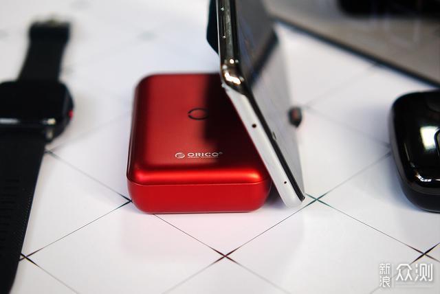 无线加快充加手机支架出门带一个ORICO就够了_新浪众测