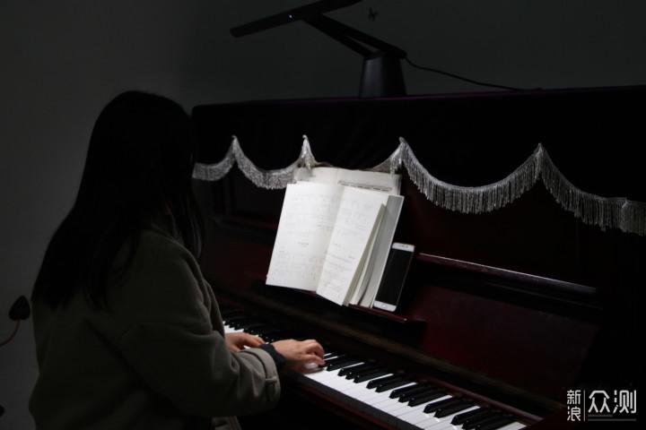 让钢琴亮一点·明基智能LED钢琴灯_新浪众测