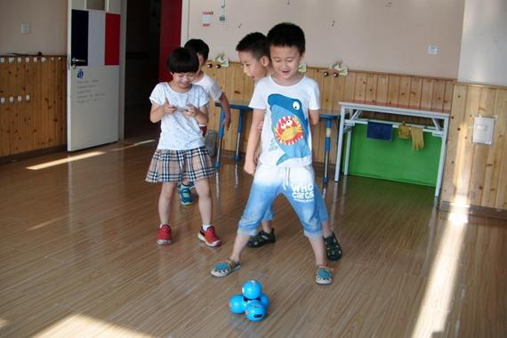 Wonder智能机器人幼儿园游记