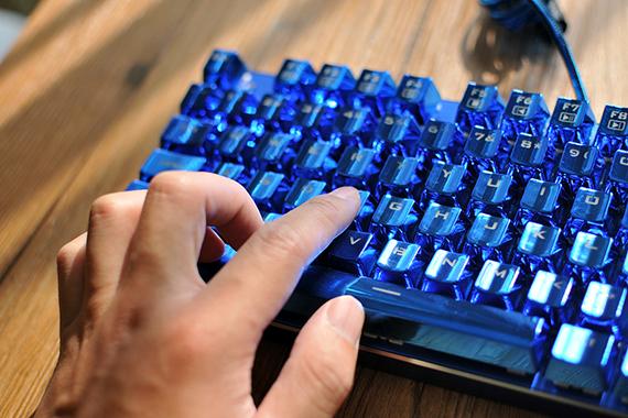 用过就瞧不上普通键盘了 雷神蓝血人机械键盘体验