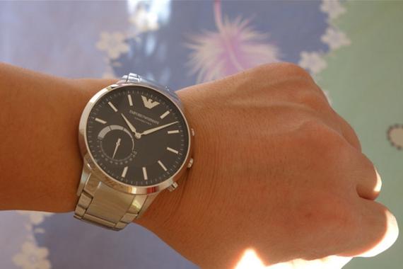 传统融入智能,奢侈加持科技--阿玛尼智能手表