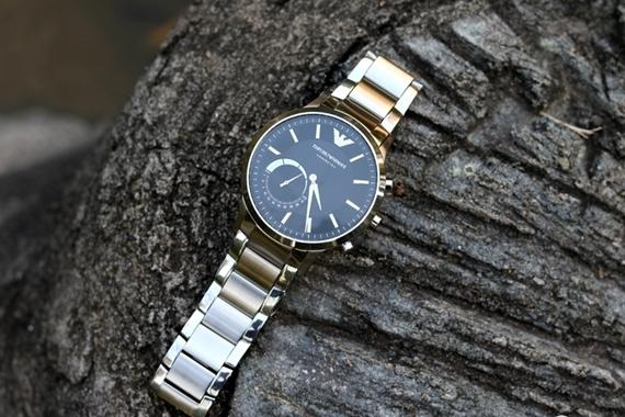 传统复合智能,永恒结合时尚--阿玛尼智能手表