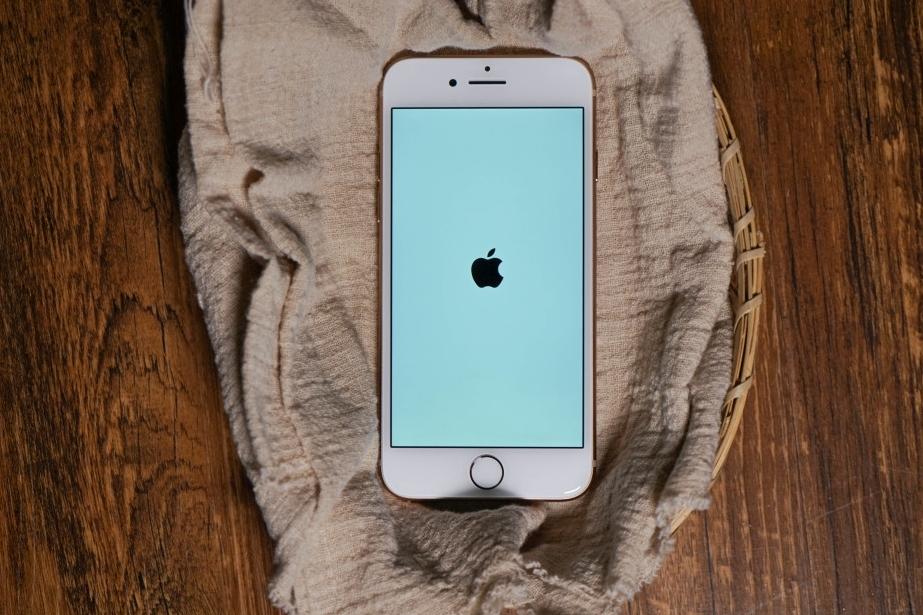 不再孤独,也不再光芒四射——iPhone 8体验