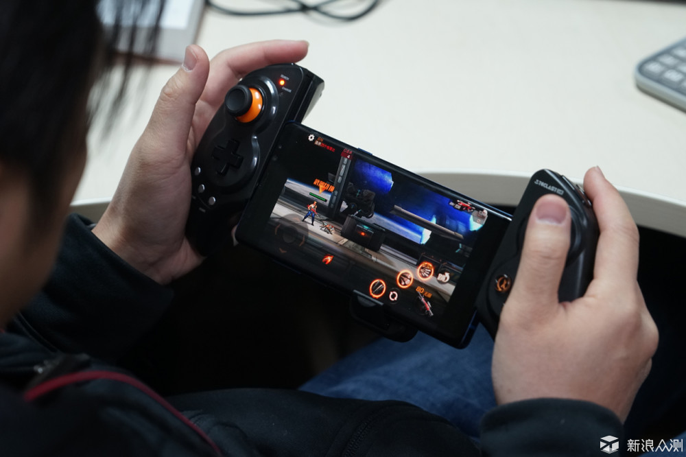 游戏专家?论台电T8游戏平板与手柄的碰撞!_新浪众测