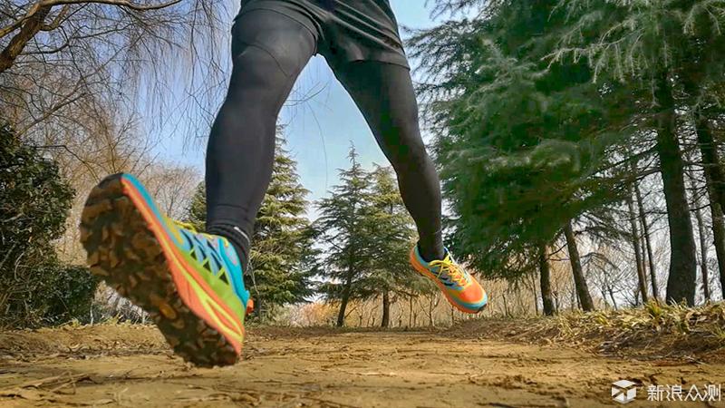 脚踏双飞翼,驰骋云谷间,泰尼卡雷电跑鞋体验_新浪众测