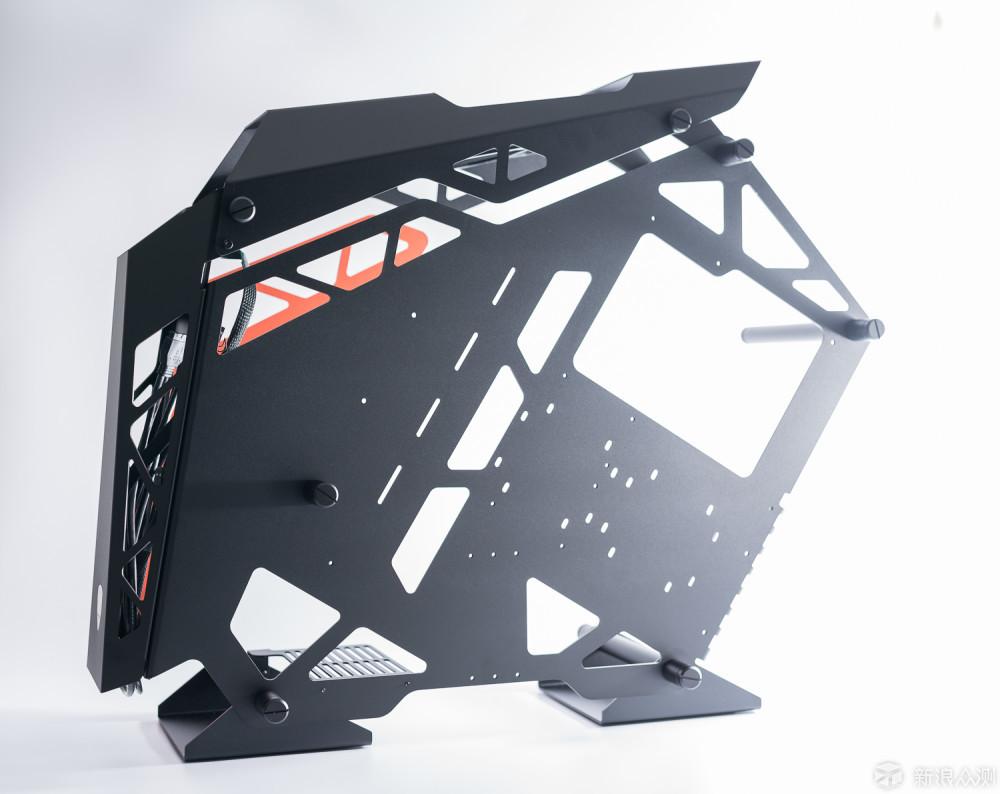 耗费3万元打造土豪金电竞游戏吃鸡主机_新浪众测