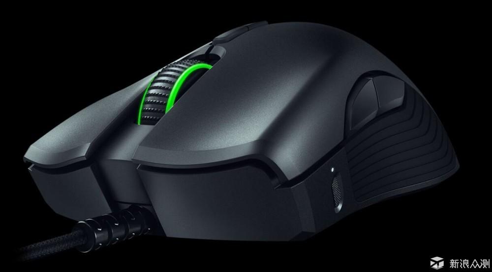 Razer在CES2018上展示的HyperFlux无线供电技术加持的双响炮——曼巴眼镜蛇超级版在烈焰神虫超极版鼠标垫的供电下可以做到无线无内置电池工作,令我印象深刻,不仅仅因为它是雷蛇第一款无需内置电池的无线鼠标,更是因为鼠标无线供电远比手机无线充电实在,因为过往的无线鼠标都需要内置电池提供续航支持,尤其是我这种大手用的游戏鼠标,重量加上内置电池都或多或少的不尽如人意。 只是由于种种原因,一直拖到了6.