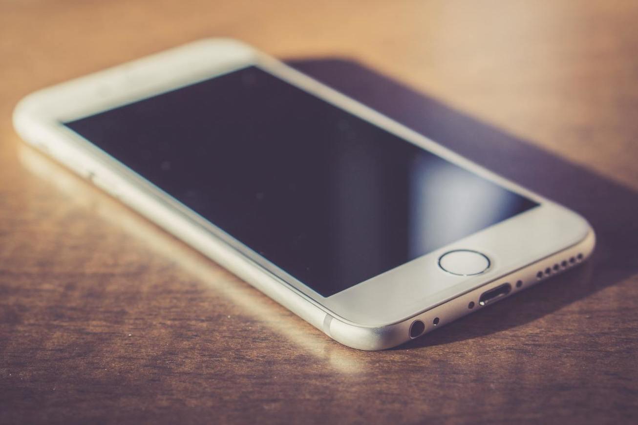 早读|卡贴iPhone可变无锁/诺基亚8110开启预约