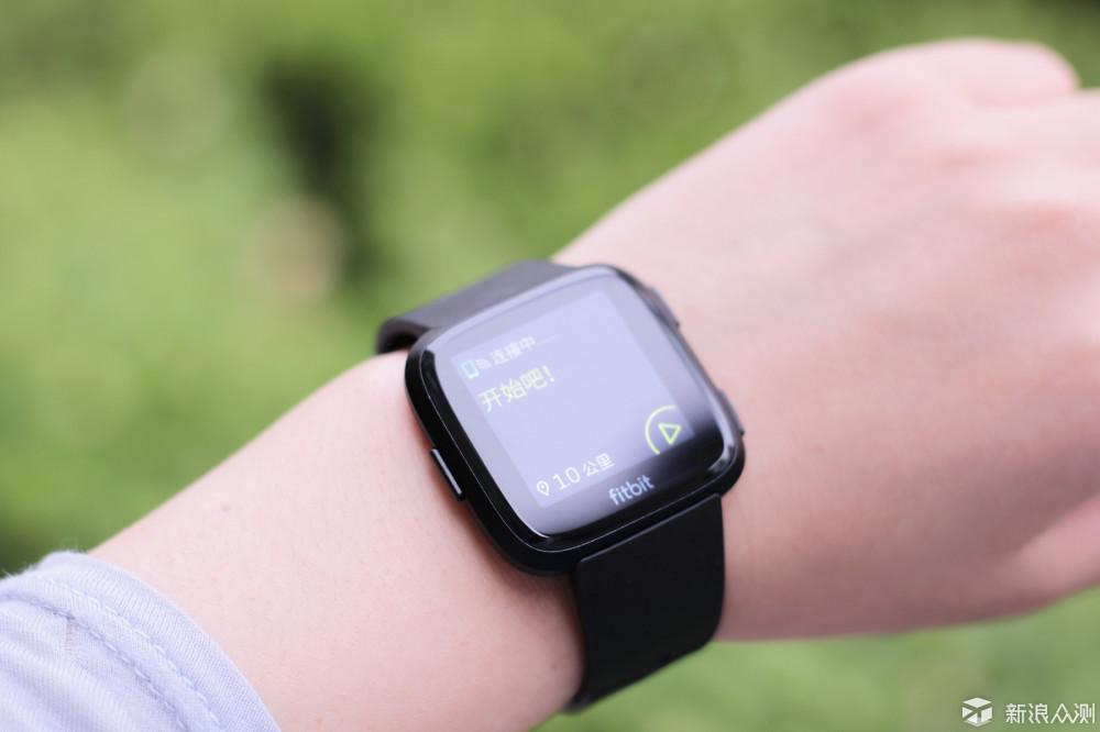 续航出色,真正适合全天候佩戴的Fitbit Versa_新浪众测