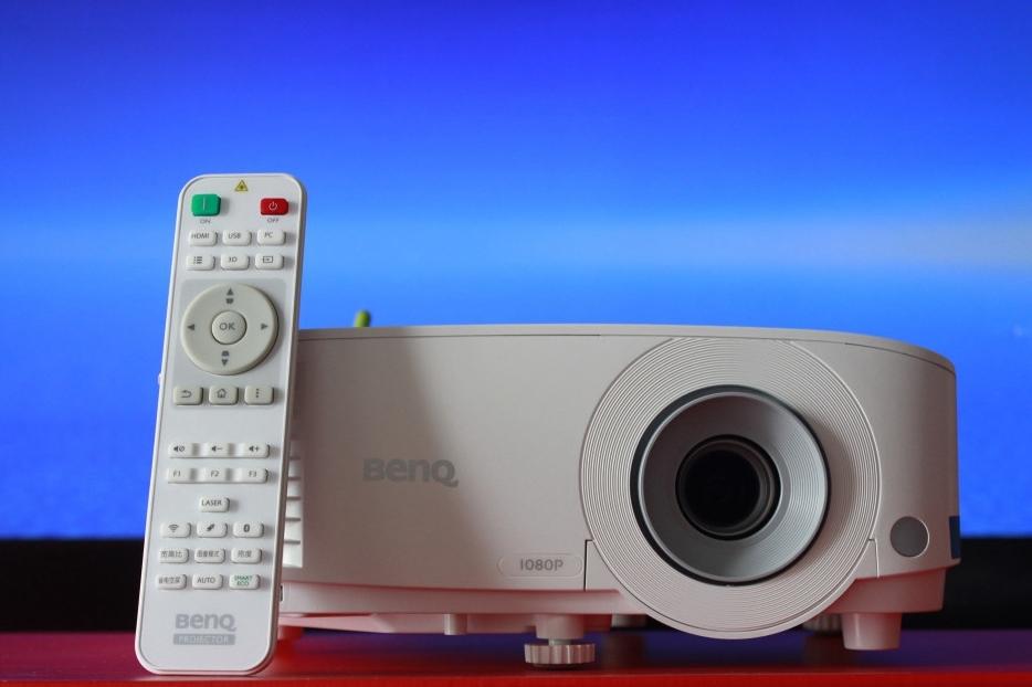 老品牌商务投影机的传统与先进,明基E580体验