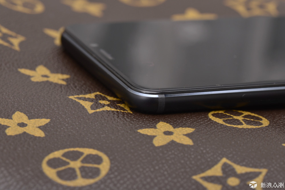 传承与超越,魅蓝新一代百元级手机V8对比体验_新浪众测