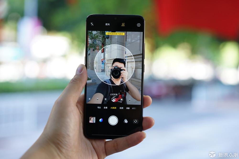 专注于拍摄应用及全面屏效果,vivo X23测评_新浪众测