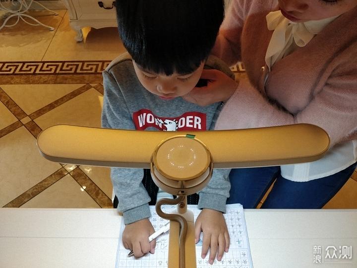 专利坐姿侦测提醒,明基MindDuo Plus儿童台灯_新浪众测