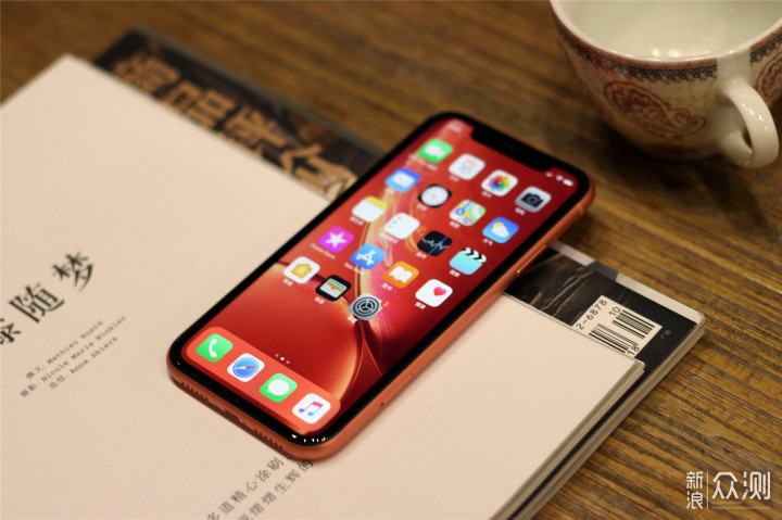 八年果粉不只是情怀,带上表妹探索iPhone XR_新浪众测