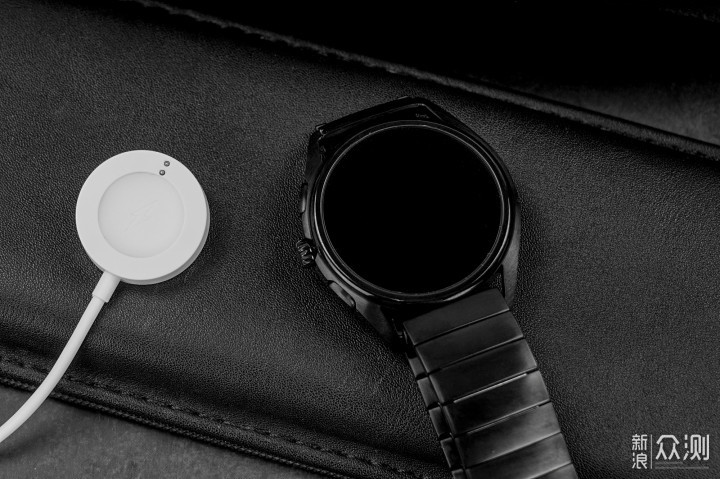 质疑智能手表的我,如何评价阿玛尼触屏腕表?_新浪众测