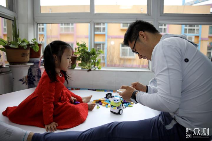 放下手机与孩子互动,你可能还需要编程机器人_新浪众测