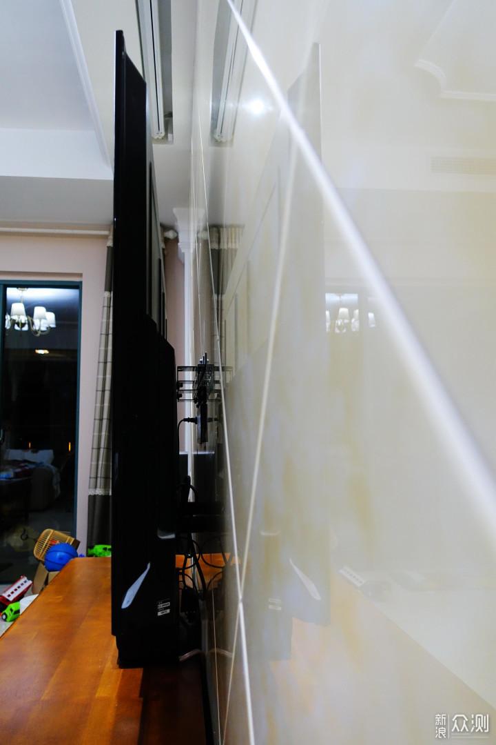 电视内部结构很简单,一块面板,一个视频音频处理电路板,一个电源板