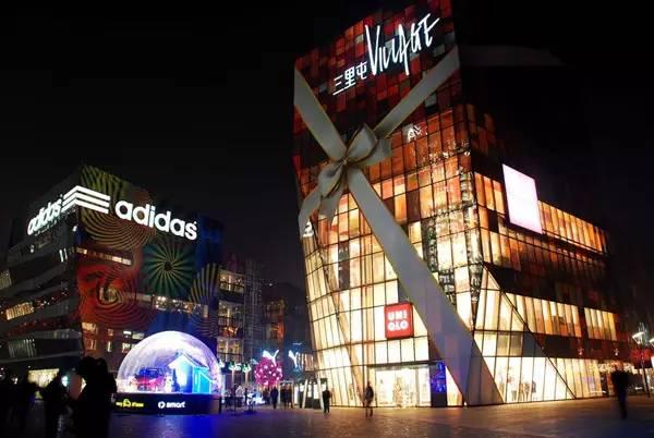 北京三里屯酒吧消费_东方影都风情酒吧街:青岛人最期待的夜生活_搜铺新闻